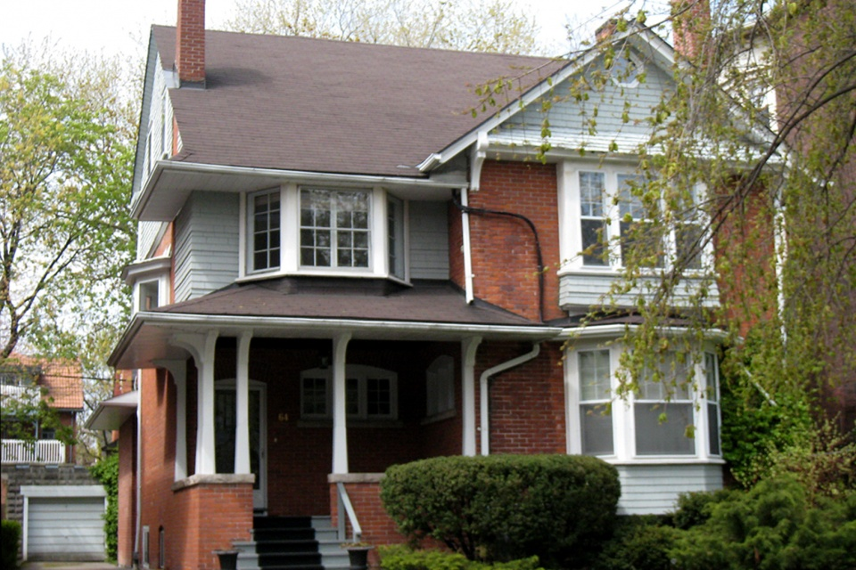 Who lives in this unassuming Victorian home in the Annex ... Jude Law S