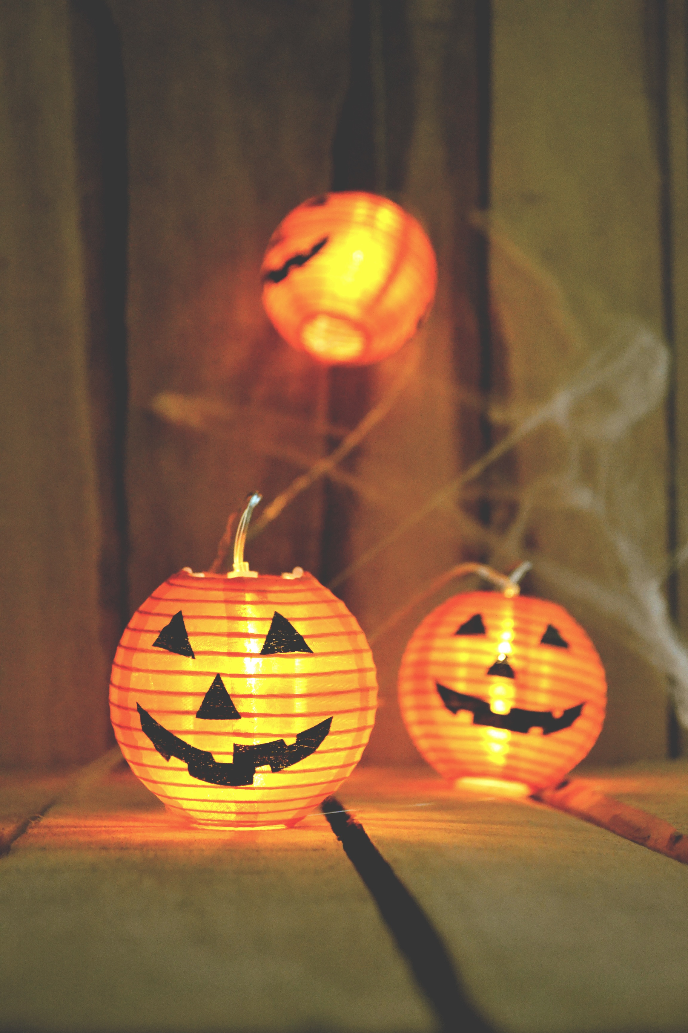 decorate your toronto apartment for halloween on a budget