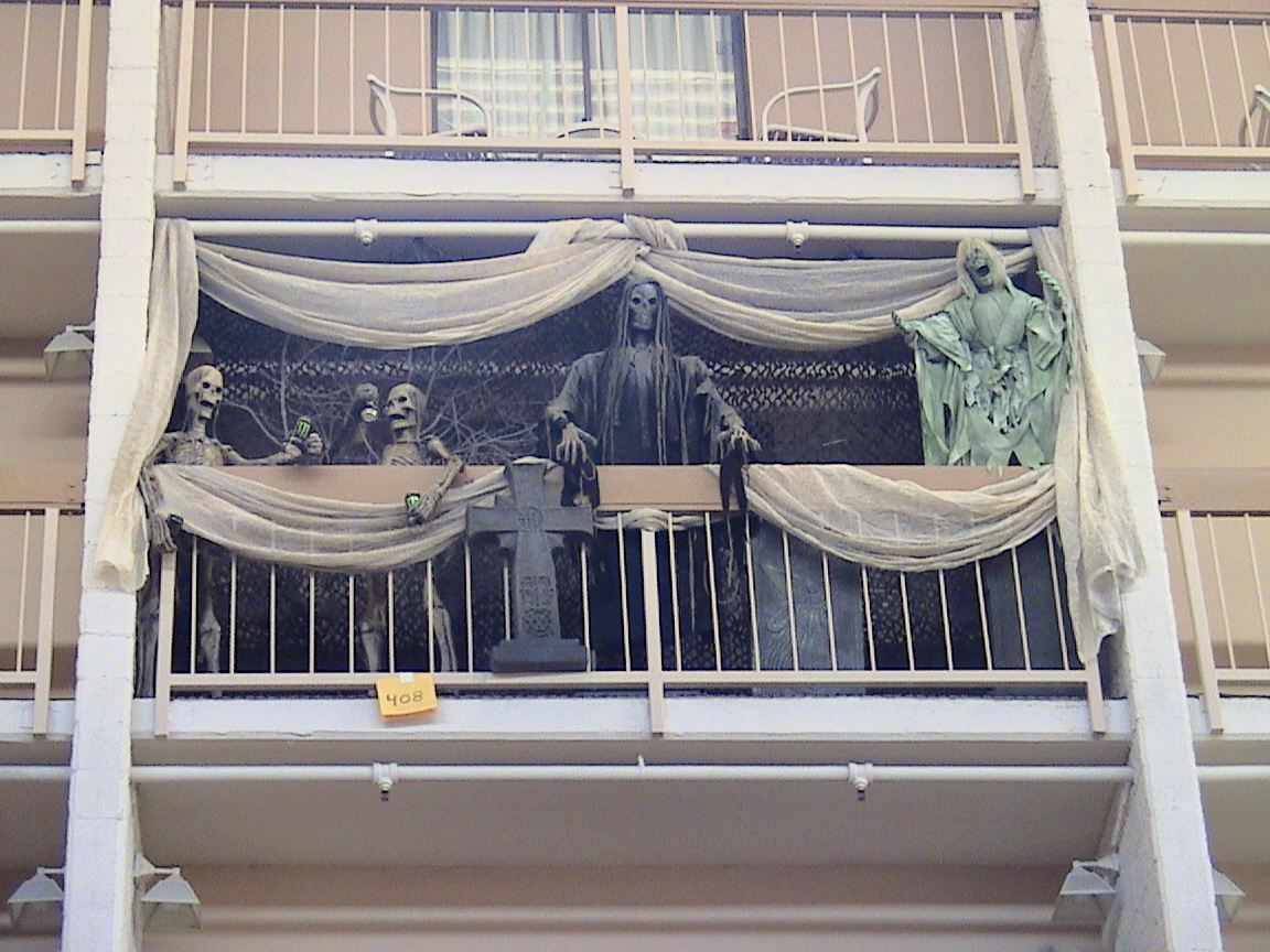 awesomely easy ways to decorate your apartment balcony for halloween